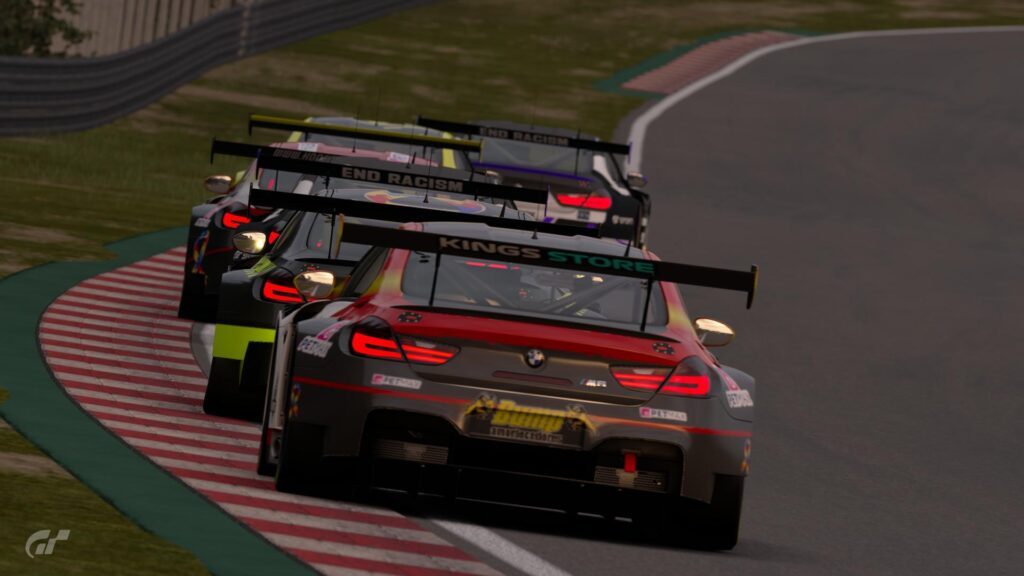 Gran Turismo Sport - ApexGt eSports quarta etapa da Divisão Pro 1. Seis carros na disputa pela vitória.