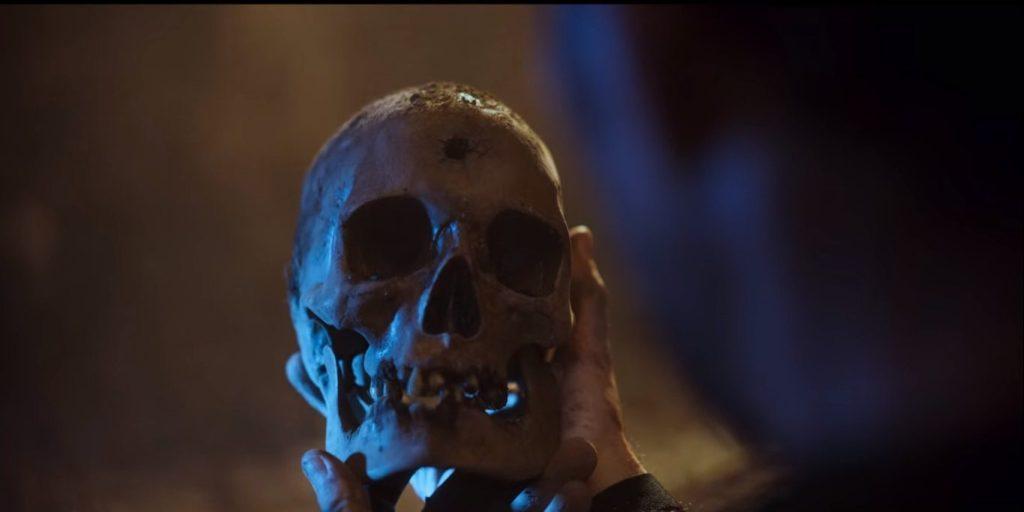 """Indícios apontam para a possibilidade da personagem estar viva, após uma fracassada tentativa de suicídio em """"Quem Matou Sara?"""", da Netflix. Confira!"""